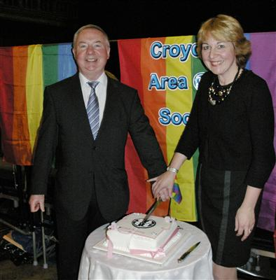 Jim Sewell and Cllr Lynne Hale with the CAGS cake